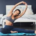Stretching completo al mattino, 5 esercizi da fare